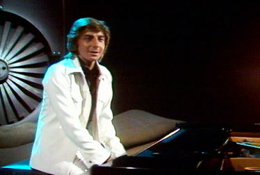 BARRY MANILOW Footage from TopPop